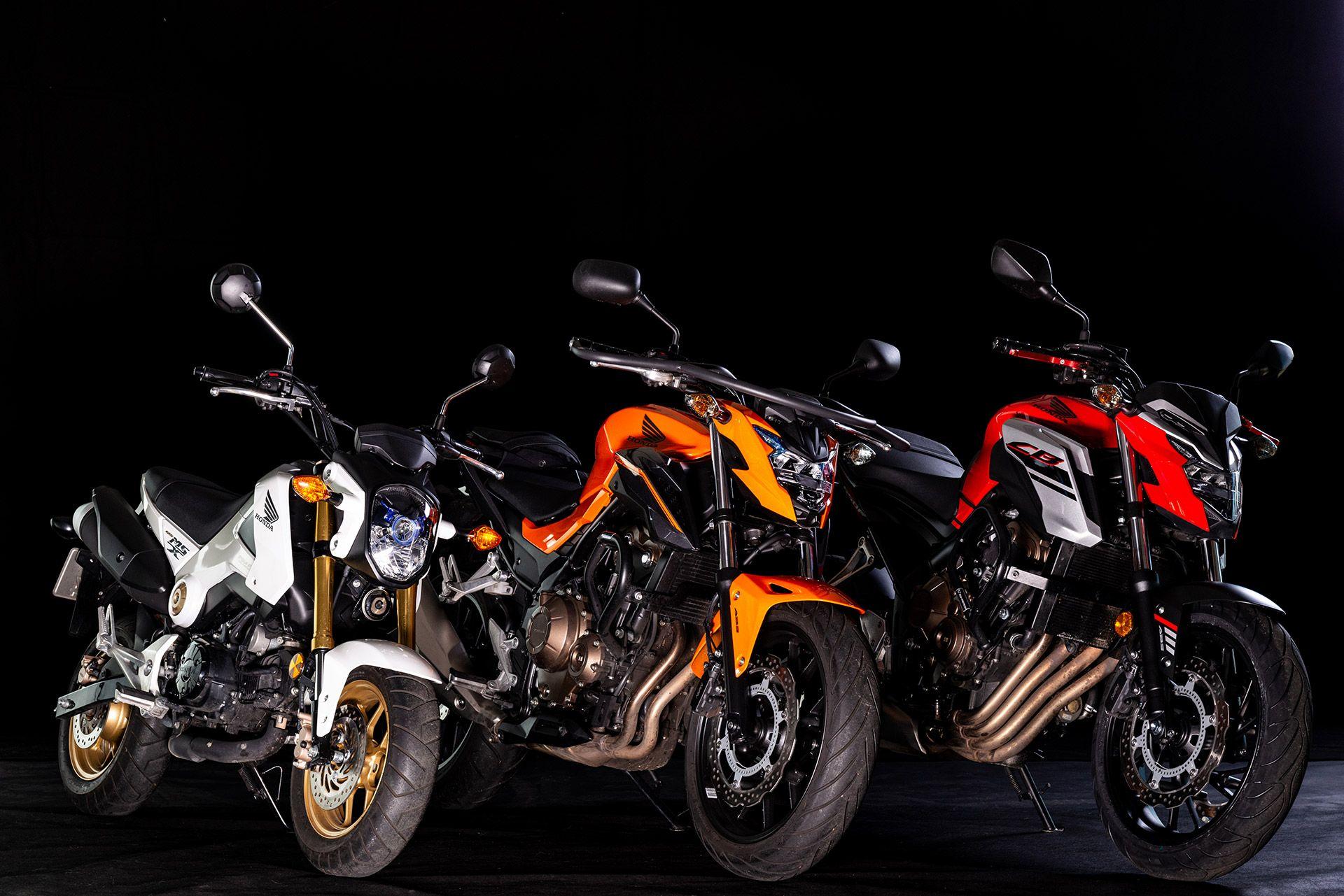 Fahrschule Berlin allroad 3 Motorräder der Marke Honda in Perspektive