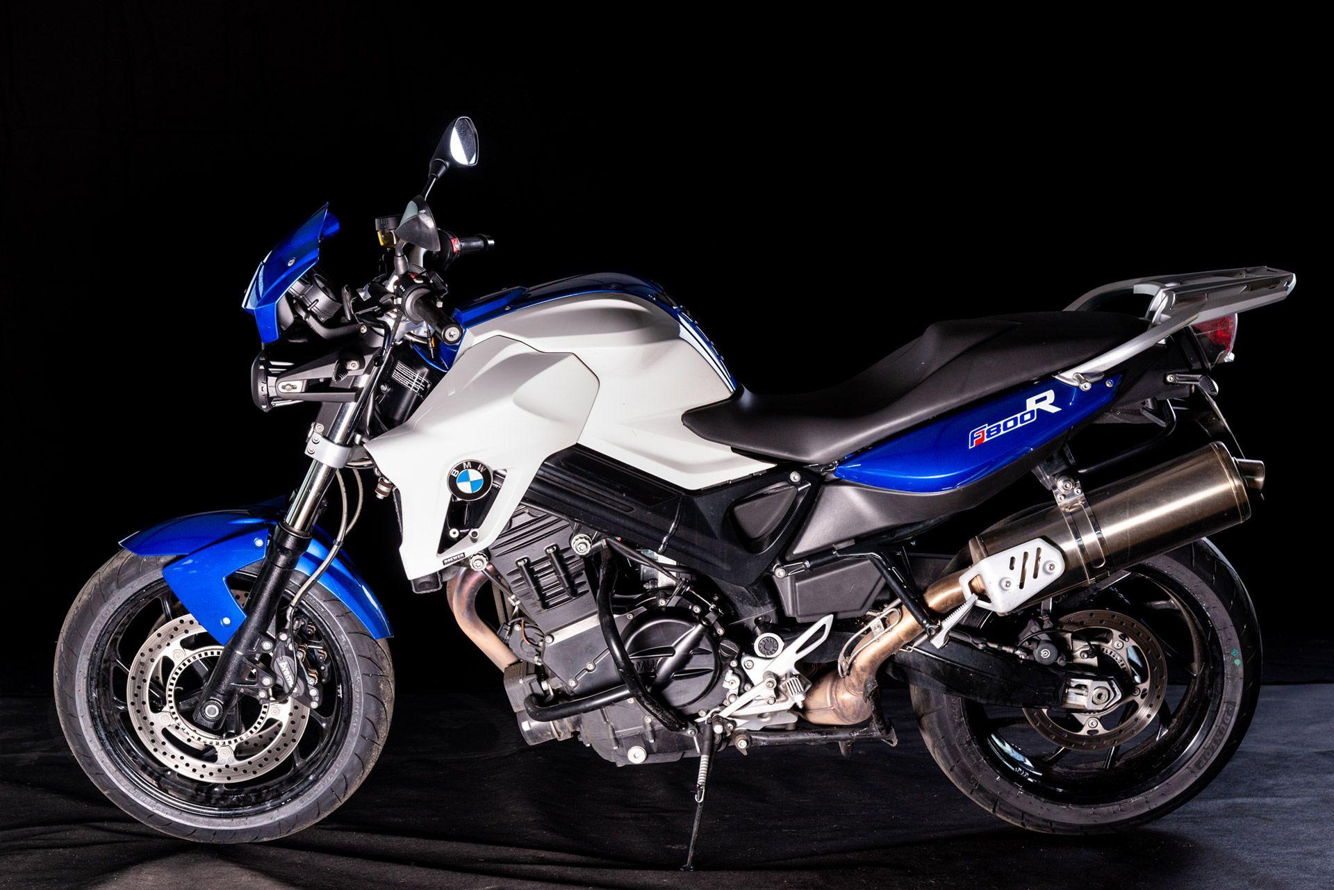 Fahrschule Berlin allroad Motorrad BMW F800R Seitenansicht